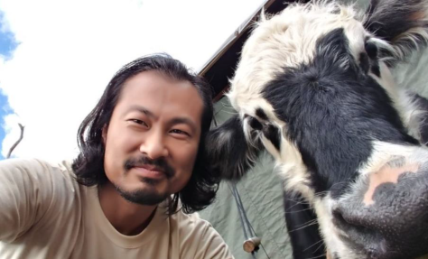 rei yoon and cow